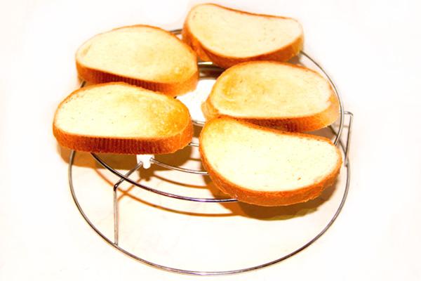 buterbrod-s-pomidorami-i-chesnokom