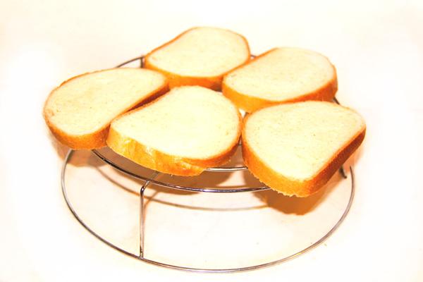 buterbrod-s-pomidorom-i-chesnokom