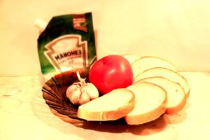 buterbrody-s-chesnokom-i-pomidorom