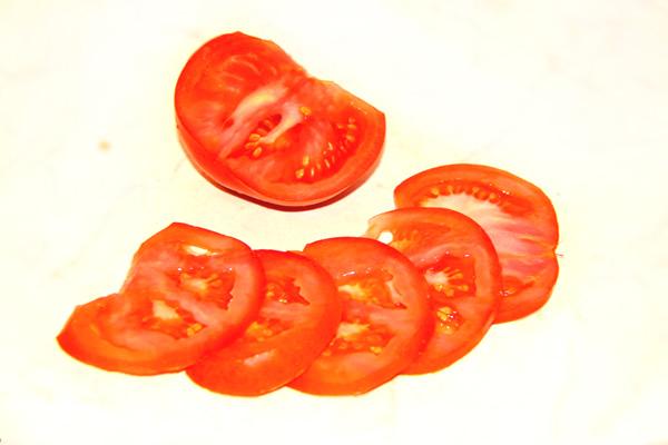 buterbrody-s-chesnokom-pomidorom-maionezom