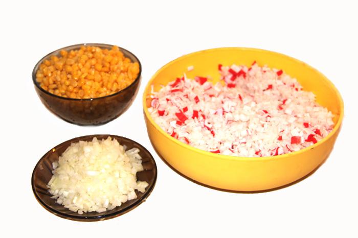 kukuruznyi-salat-s-krabovymi-palochkami
