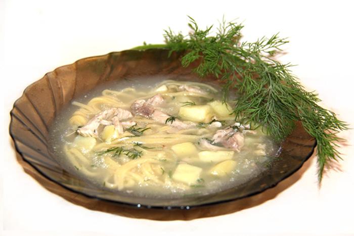 kurinyi-sup-s-lapshoi-i-kuricey-foto-recept