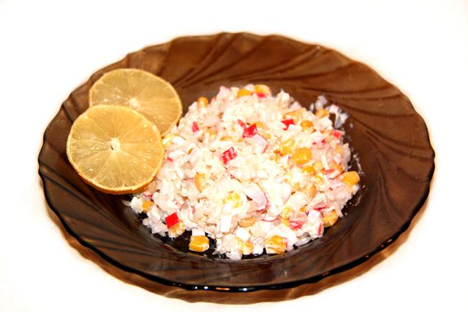legkiy-salat-s-krabovymi-palochkami