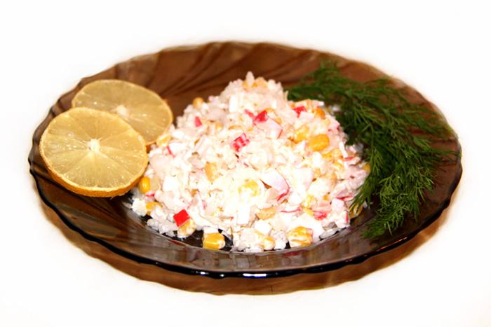 vkusnyi-recept-salata-krabovye-palochki-foto