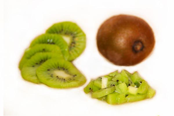 fruktovyj-salat-kivi-banan-yabloko