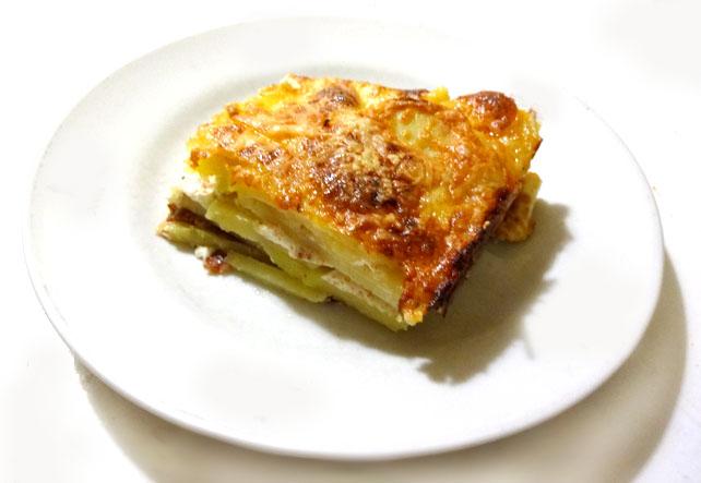 kartofel-graten-s-syrom-recept-foto